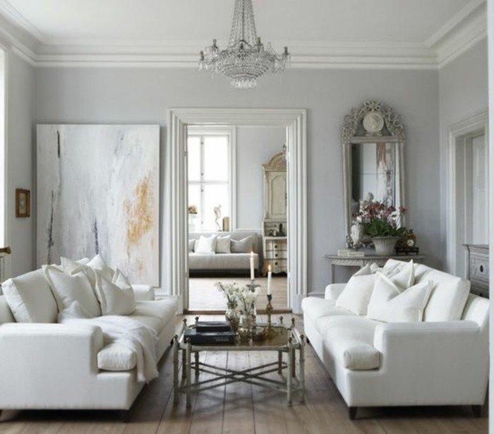 zwei weiße Sofas, ein niedriger Tisch, Laminatboden, ein abstraktes Bild, Wohnzimmer Ideen Weiß Grau