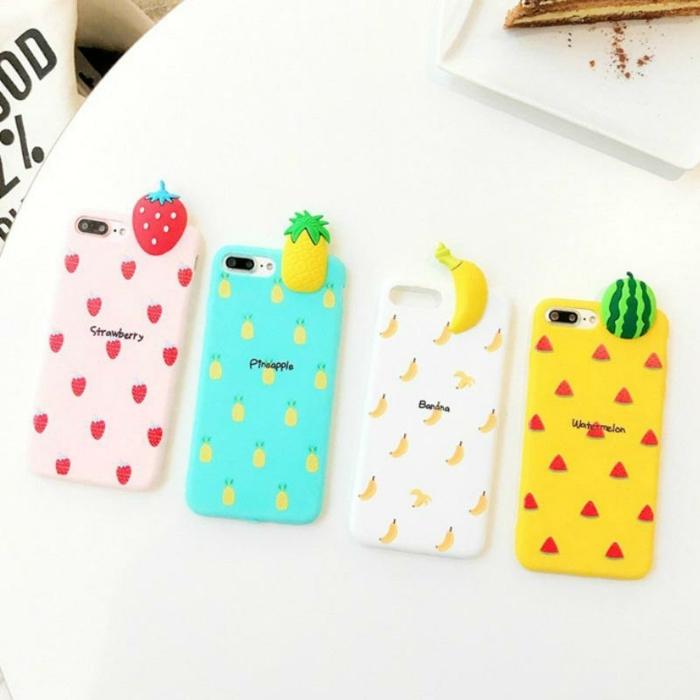 vier Handyhüllen in verschiedenen Farben, gelbe, weiße, blaue und rosa Farbe, mit Früchten aus Plastik, Handyhülle bedrucken