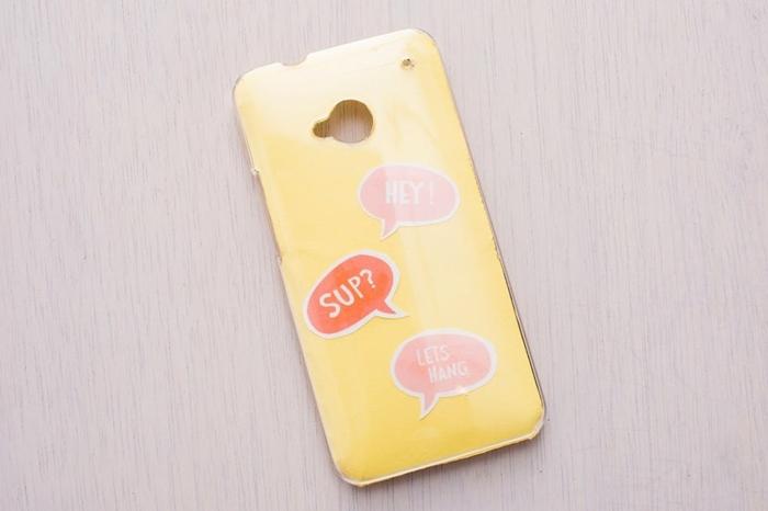 gelbe Handyhülle mit Wolken, in den Quoten von Chats geschrieben sind, Handyhülle bedrucken