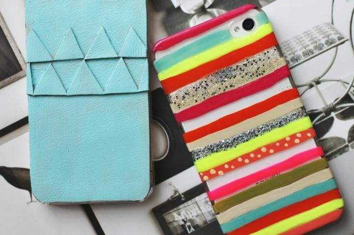 mit Leder Handyhüllen selbst gestalten, eine blaue Hülle und eine gestreichte Handyhülle in roter und gelber Farbe