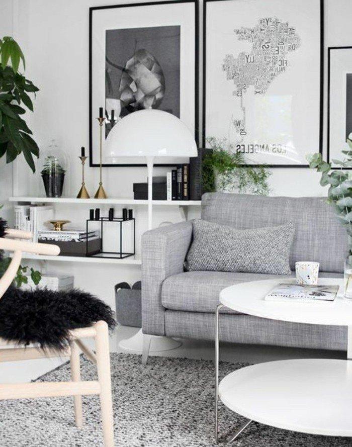 ein runder weißer Tisch, eine graue Couch, weiß graue Bilder, Wohnzimmer Ideen Weiß Grau