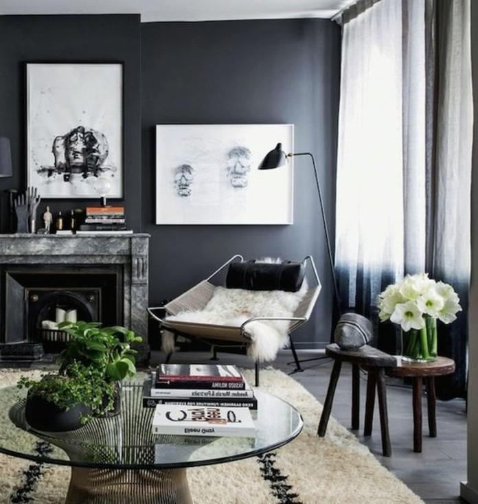 ein weißer Teppich, weiße Wandbilder, ein runder Tisch aus Glas, Wohnzimmer Weiß Grau