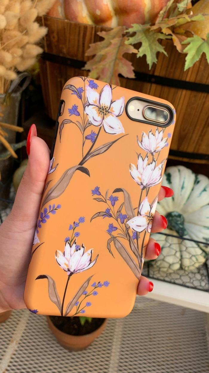 Handyhülle personalisieren, iphone 6s handyhülle, orangener Hintergrund mit weißen und lila Blumen