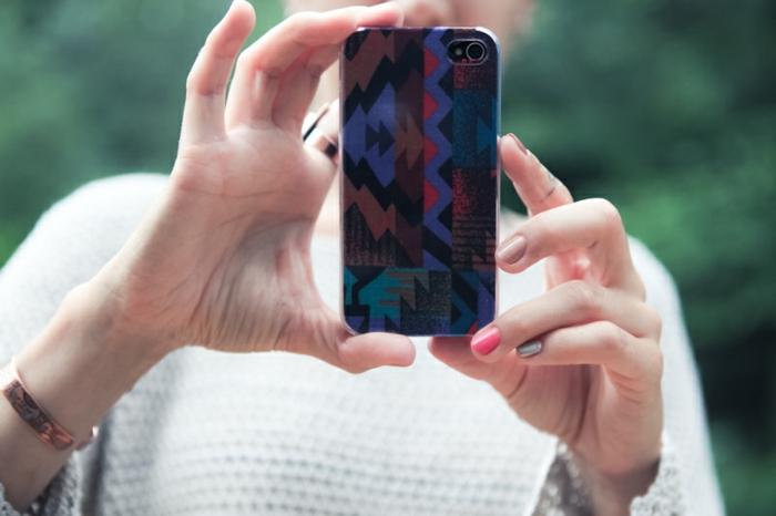 diese Handyhülle sieht sehr gut aus, Handyhülle designen, blaue, rote und braune Handyhülle