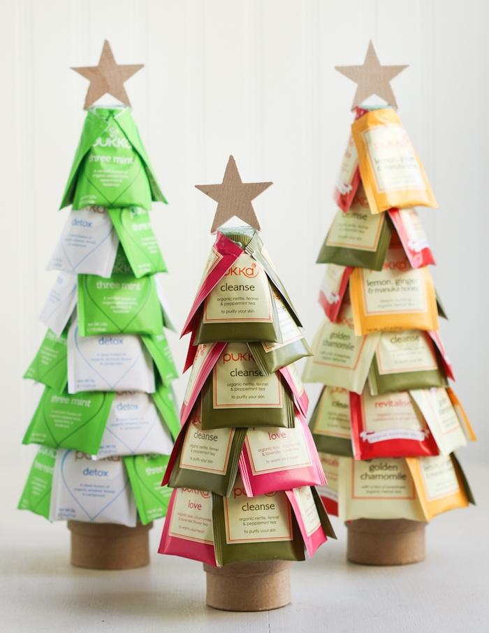 Drei Weihnachtsbäume aus Teebeuteln, Sterne aus Karton, Idee für DIY Weihnachtsgeschenk