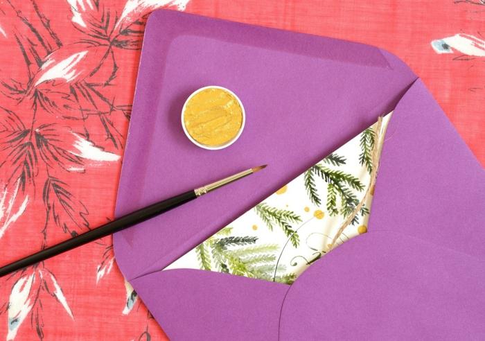 die fertige Karte stecken Sie in einem lila Briefumschlag, gelbe Acryl Farbe, Weihnacgtskarten selbst gestalten