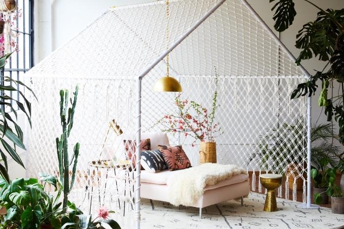 makramee garn zu einem stilvollen schlafzimmerdekoelement machen, ideen zum nachmachen