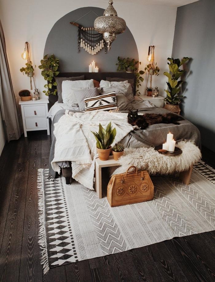 blumenampel makramee ideen, orientalisches schlafzimmer mit einem marokkanischen lüster in silberner farbe