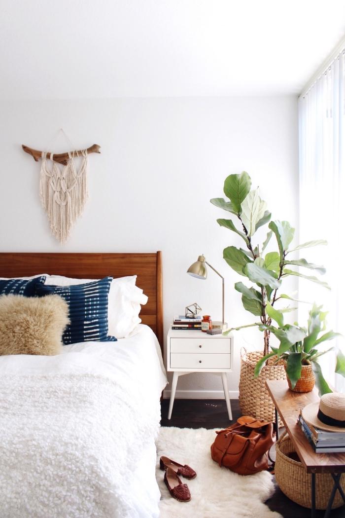 schlafzimmer gestaltung ideen, ethno stil zu hause und flauschigem kissen, wanddeko selbst gemacht
