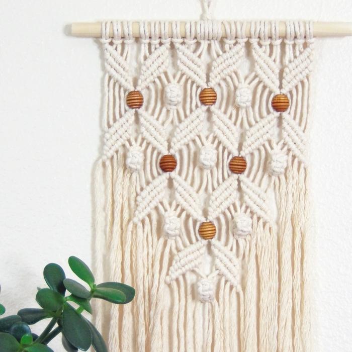 knoten anleitung und ideen zum getsslten von stilvollen designs mit perlen aus holz