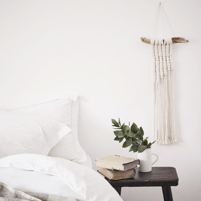 makramee knoten anleitung ideen weißes zimmer mit einer pflanze und holztisch