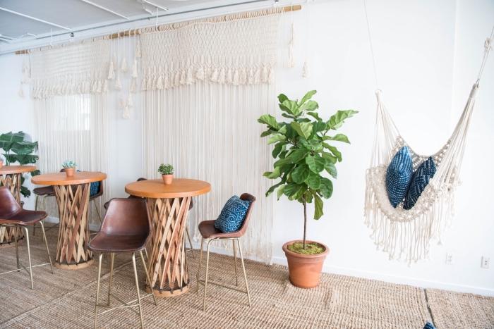 makramee ideen für verzierung einer ganzen wand, wanddeko ideen, stehtische, pflanze grün
