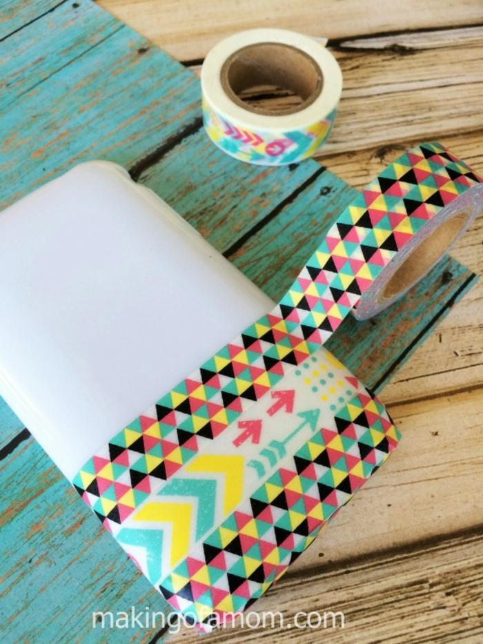 bunte Handyhülle selber gestalten mit bunten Washi Tape, graffische Motive in vielen Farben