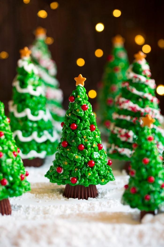 nachtisch zu weihnachten, pralinen mit schokolade, kleine weihnachtsbäume
