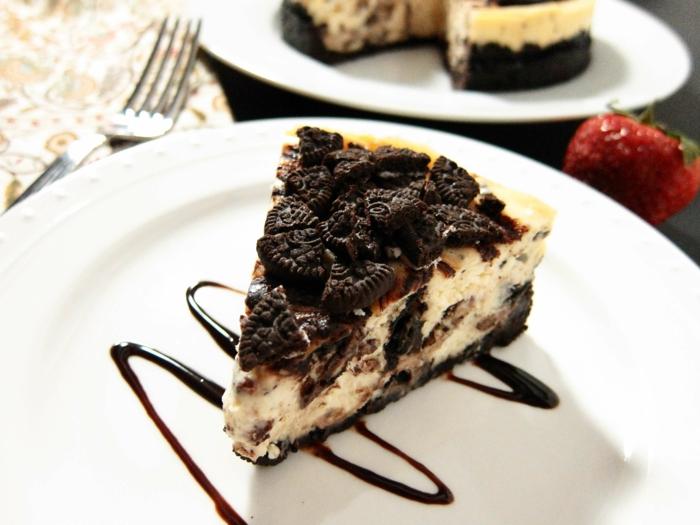 ein Kuchen ohne Backen, Oreo selber machen, Oreo Kekse, weiße Creme, Schokoladenboden