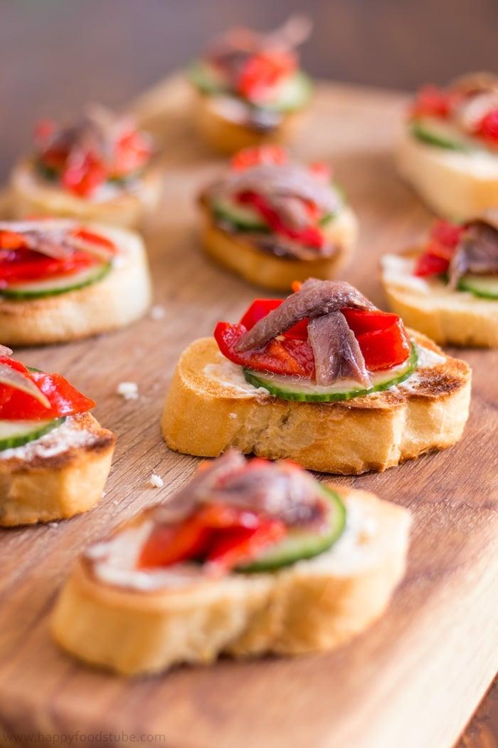 party essen schnell, bruschettas mit gurken, frischkäse und rotem paprika, rezept
