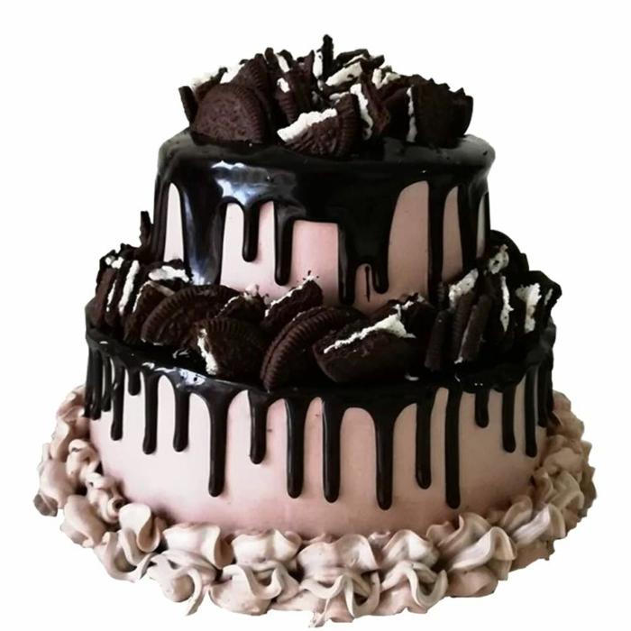 eine rosa Torte, Schokoladenglasur, halbe Oreos als Dekoration, zwei Etage Torte, Oreo selber machen