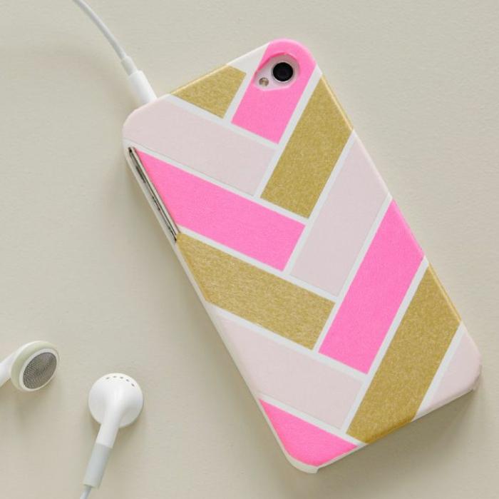 rosa, goldfarbene und weiße personlisierte Handyhülle, graffische Motiven von Handyhülle