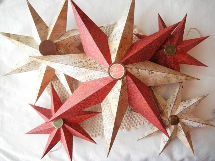 Papiersterne falten, rote und braune Sterne, zwei rote und zwei braune und einer in den beiden Farben