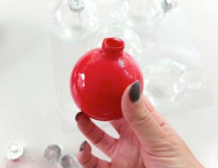 die Vorlage für die Erdbeere, rote Weihnachtskugel, Weihnachtskugeln selber machen