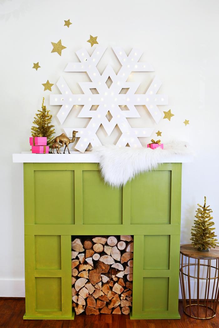 ein Schneeflocke als Weihnachtsstern leuchtet, Weihnachten basteln mit Kindern, über Kamin