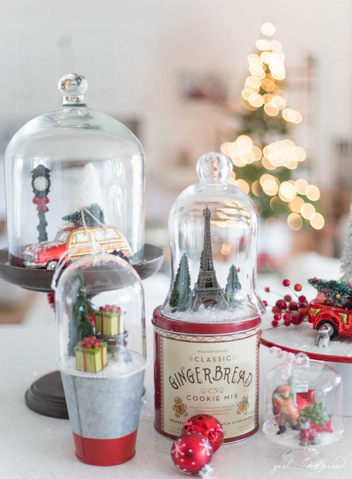 Selbstgemachte Schneekugeln mit Spielzeugauto, Eiffelturm und Geschenken, Weihnachtsdeko für Zuhause