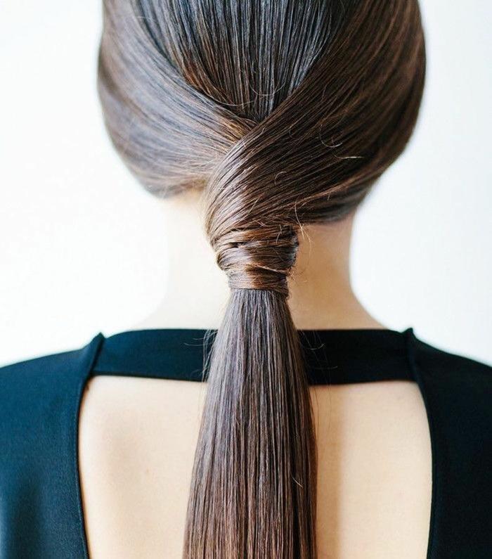 Haare zum Ponytail binden, schöne und leichte Frisur für den Alltag, lange glatte Haare