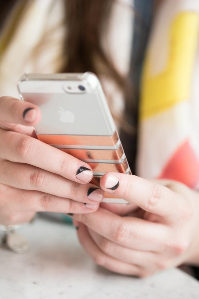 IPhone personalisierte Handyhülle in silberne Farbe mit roten Streifen, stilechte Handyhülle für Damen