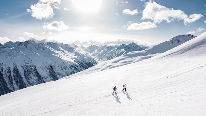Ab in den Schnee, Winterspaß für Groß und Klein, den perfekten Ort für Skiurlaub wählen