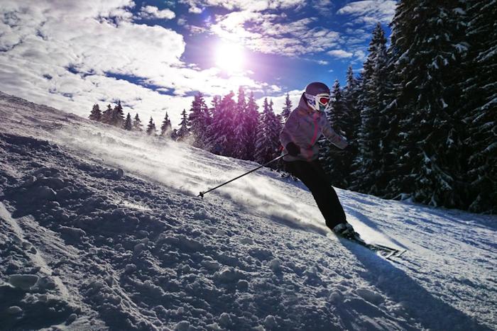Auf die Piste fertig los, Skiurlaub genießen, Haut schützen während des Skiurlaubs