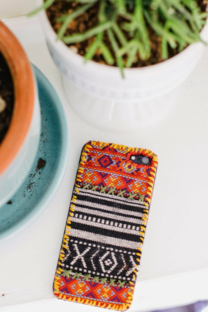 so sieht Ihr Smartphone prima aus, eine Handyhülle designen und besticken, in vielen Farben