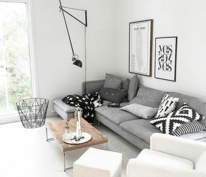 ein graues Sofa, weiße Bilder, weißer Sessel, Couchtisch aus Holz, Wohnzimmer Weiß Grau
