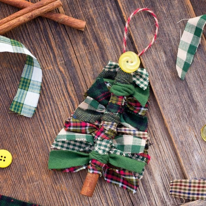 tannenbaum schmücken, weihnachten basteln, gelber knopf, diy schmuck, karierte stoffe