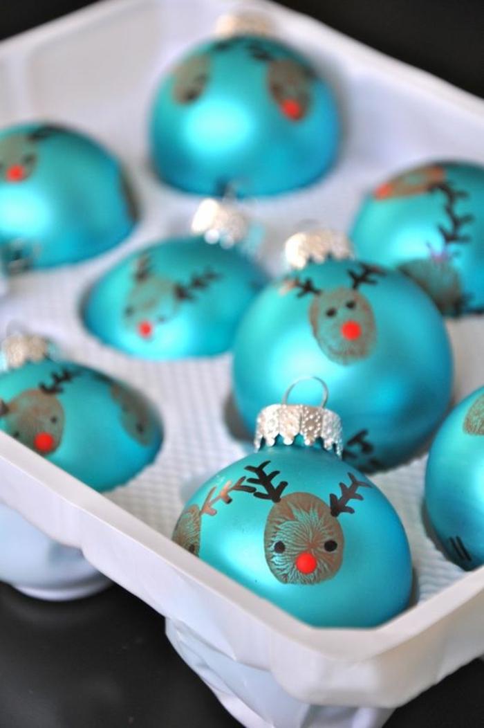 Christbaumkugeln mit Fingerabdrücken gestalten, Basteln mit Kindern für Weihnachten
