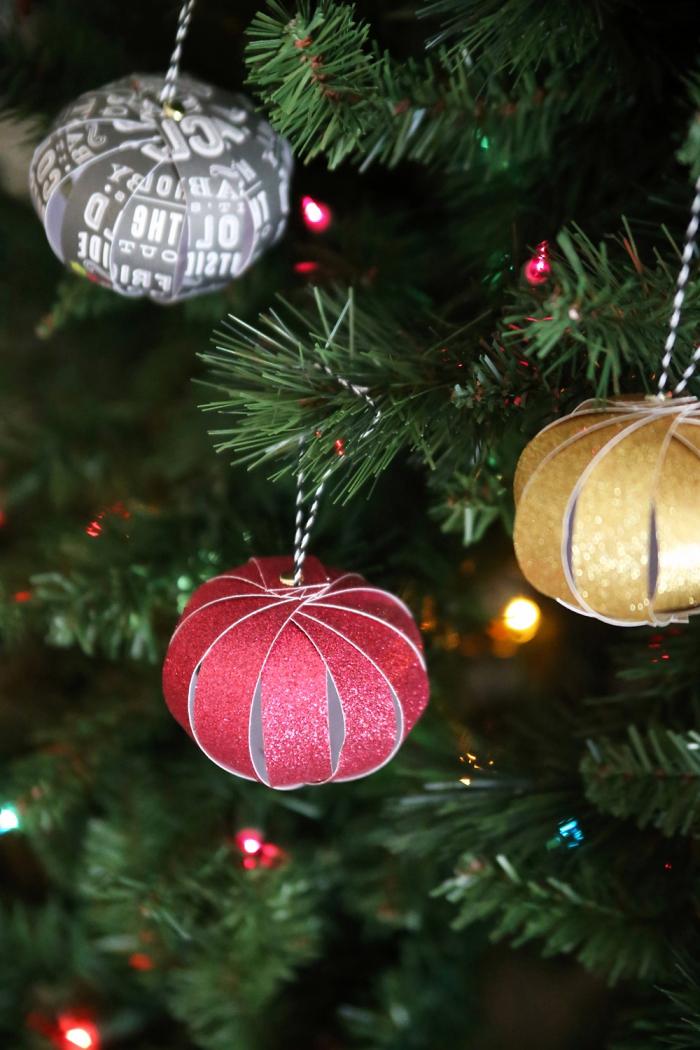 weihnachten basteln, weihanchtsbaum dekorieren, selbstgemachter schmuck aus papier