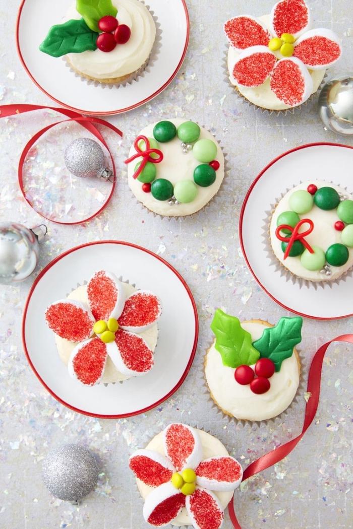 weihnachtlicher nachtisch, weihnachtssterne aus mini marschmallos, weihanchtskränze aus bonbons