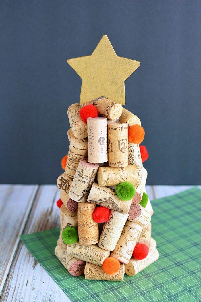 Weihnachtsbaum aus Korken selber machen, kreative DIY Idee für Weihnachtsdekoration