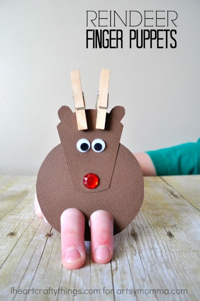 Rentier aus dickem Papier selber basteln, Weihnachtsbasteln mit Kindern, einfache DIY Ideen