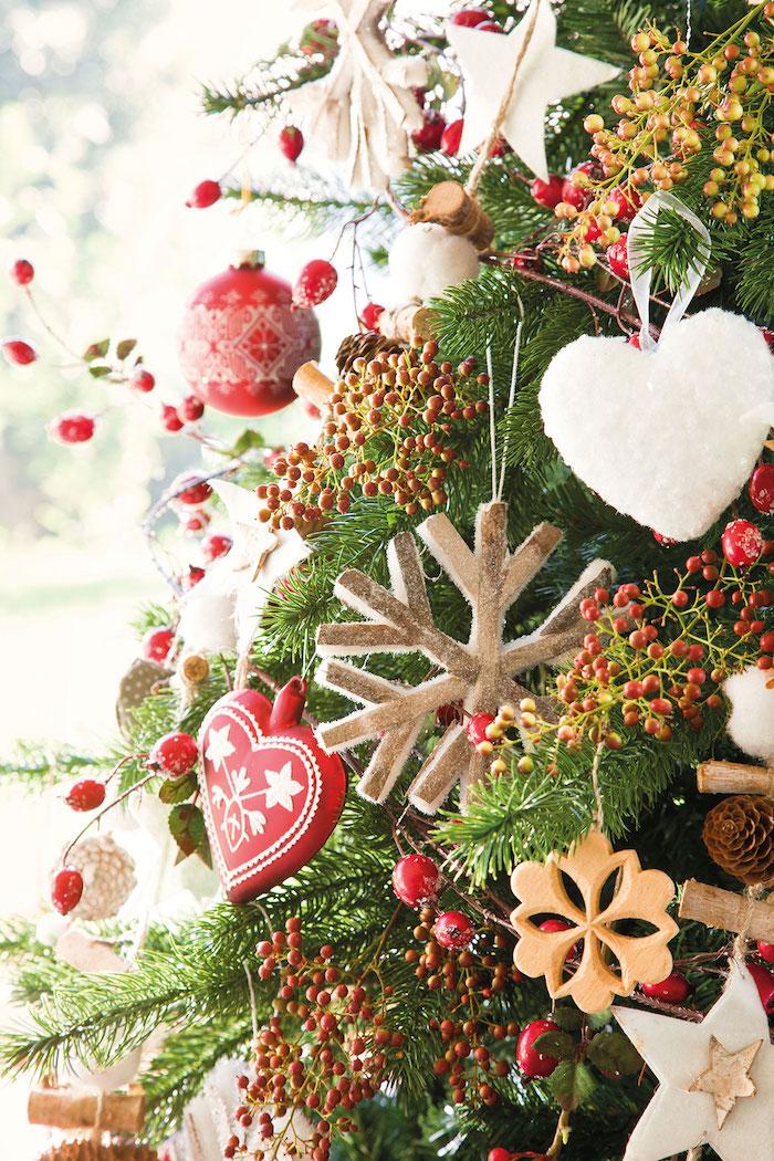 Anhänger in Form von Herzen und Schneeflocken für den Weihnachtsbaum, Weihnachtsschmuck Ideen