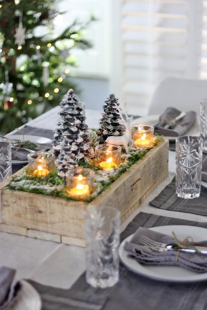 weihnachtsdeko selber basteln, kleine tannenböume, tischdeko zu weihnachten, graue servietten
