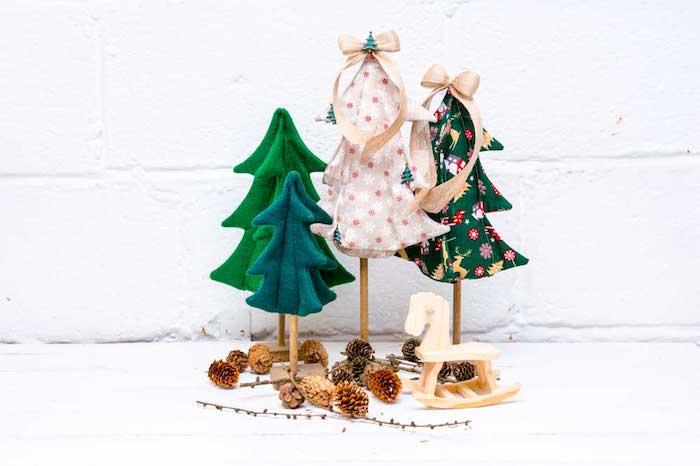 Mini Weihnachtsbäume aus Filz selber machen, Schaukelpferd und Zapfen, DIY Ideen für Weihnachtsdeko