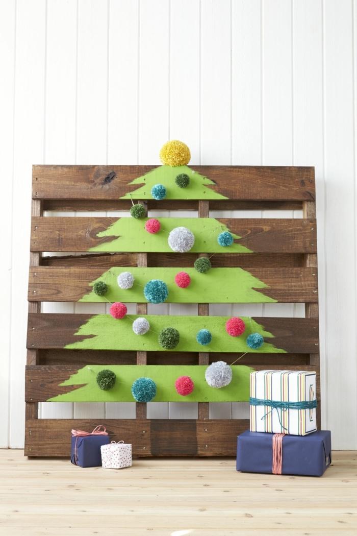 Weihnachtsbaum auf Paletten malen, coole Alternative zum klassischen Weihnachtsbaum