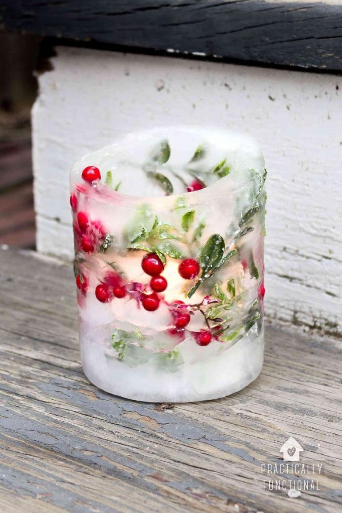kleine rote früchte, kerzen gießen, weihnachtsgeschenke selber machen, grüne zweige