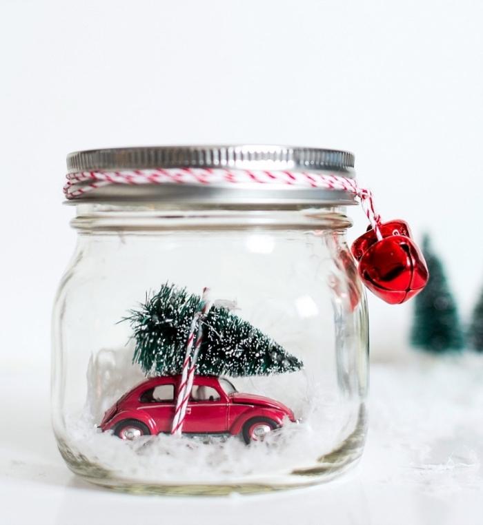 weihnachtsgeschenke selber machen, kleines einmachglas, rotes auto, doppelfarbige schnur