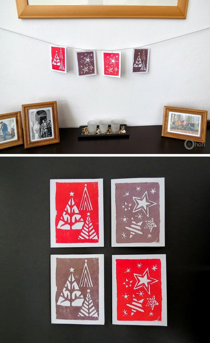 vier Karten, Weihnachtskarten drucken, rote und lila Weihnachtskarten über den Kamin gehängt