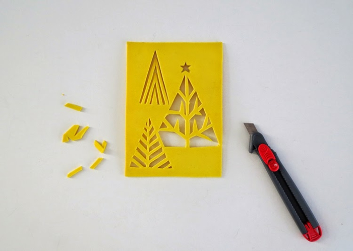 eine Anleitung, wie Sie den Stempel auszuschneiden mit Cuttermesser, Weihnachtskarten drucken