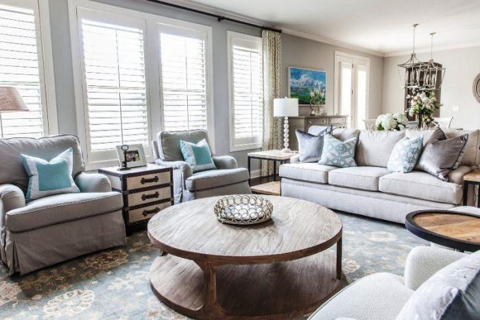 tisch aus massivholz, wohnung deko, teppich mit floramen motiv, wohnzimmer