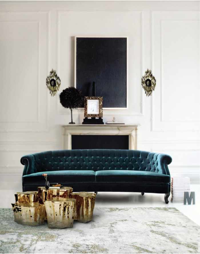 wohnzimmer deko ideen, samtsofa in smaragdgrün, goldene kaffeetische, set aus 5 teilen, metallene elemente