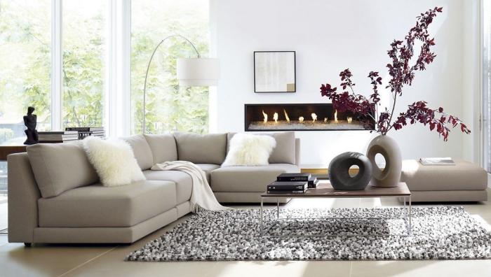 wohnzimmer deko in japanischem stil, feng shui, ovale vasen mit zweigen, elektrischer kamin