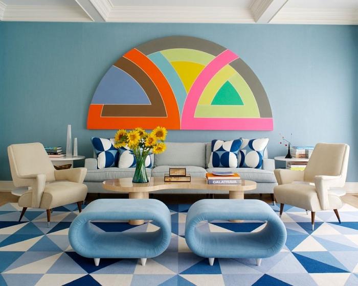 große farbenfrohe wanddeko, wohnzimmer einrichten ideen, einrcitung in creme und blau